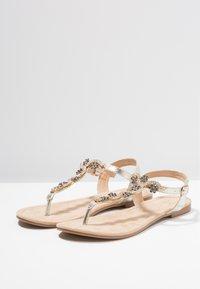 Anna Field Wide Fit - Sandály s odděleným palcem - gold - 4