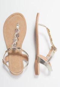Anna Field Wide Fit - Sandály s odděleným palcem - gold - 3