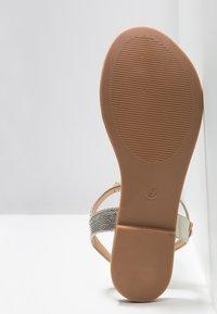 Anna Field Wide Fit - Sandály s odděleným palcem - gold - 6