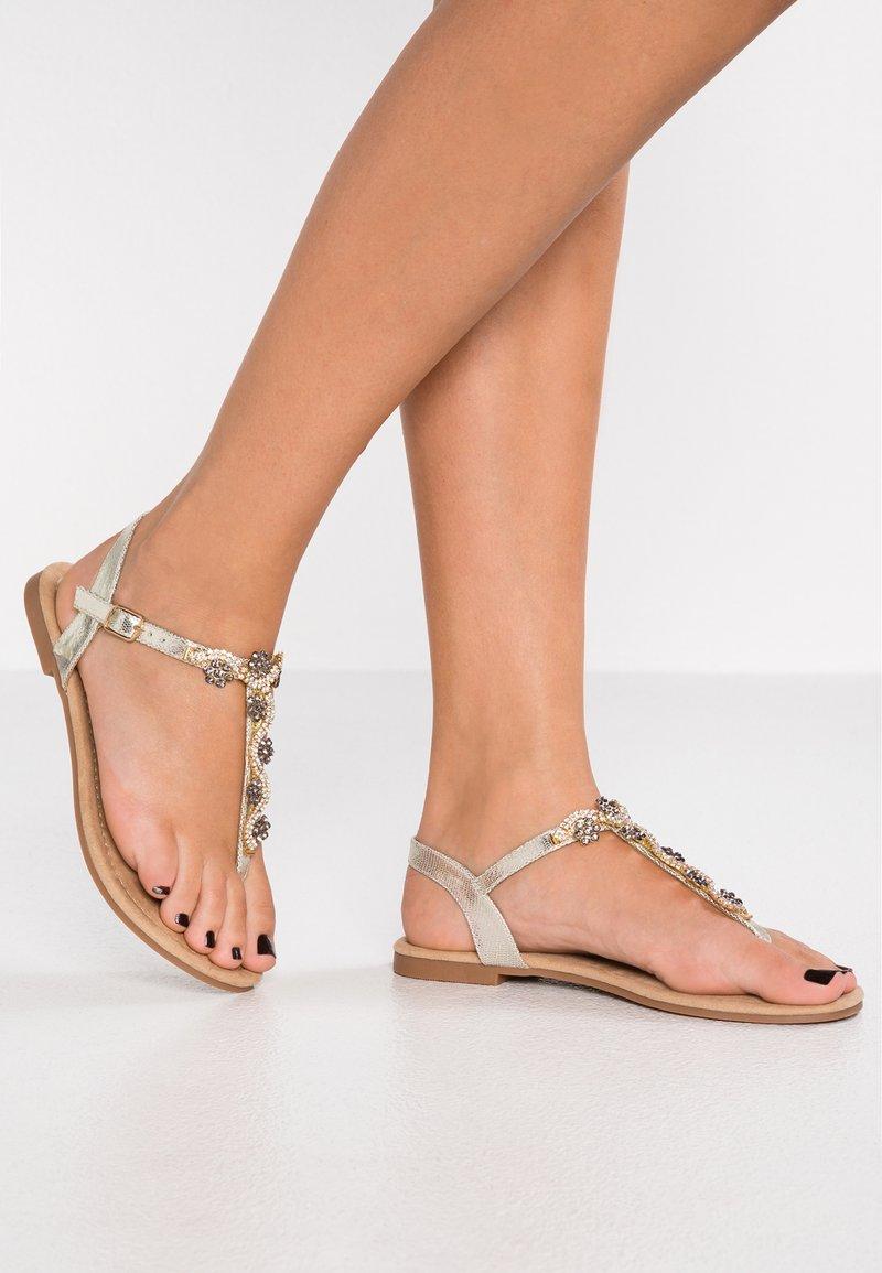 Anna Field Wide Fit - Sandály s odděleným palcem - gold