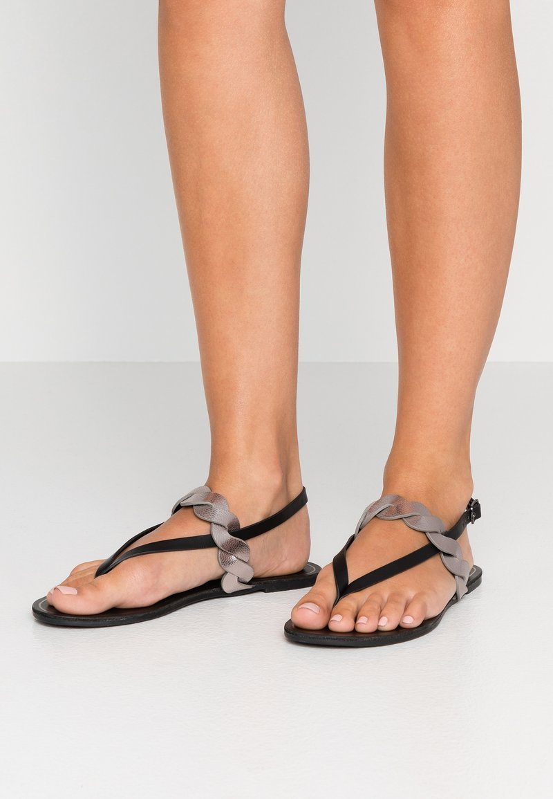 Anna Field Wide Fit - Sandály s odděleným palcem - black