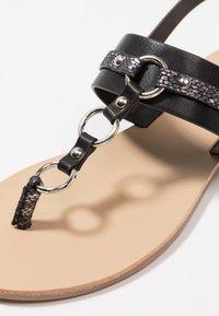 Anna Field Wide Fit - Sandály s odděleným palcem - black - 2