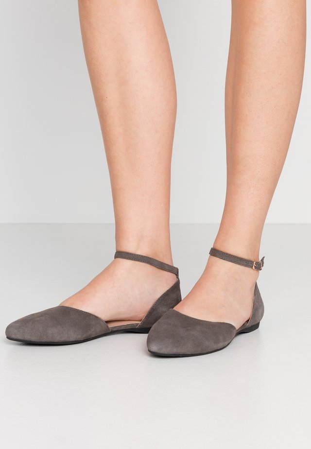 LEATHER ANKLE STRAP BALLET PUMPS - Baleríny s páskem - dark grey