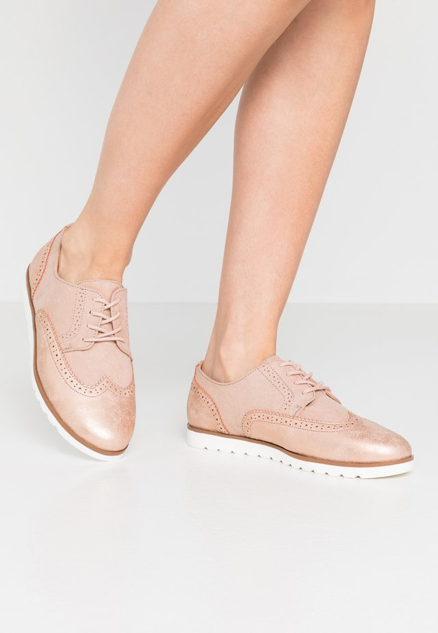 Lace-ups - rose gold