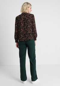 Another-Label - GARDEN PANTS - Kalhoty - pine grove - 2