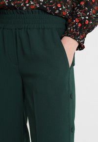 Another-Label - GARDEN PANTS - Kalhoty - pine grove - 3