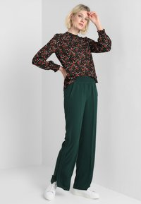 Another-Label - GARDEN PANTS - Kalhoty - pine grove - 1
