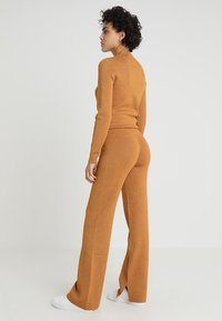 Another-Label - PASCAL PANTS - Tygbyxor - inca gold - 2