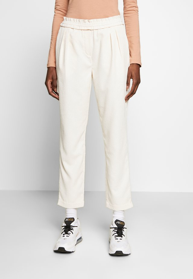 VALKA PANTS - Stoffhose - off white