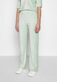 Another-Label - ARIELLE PANTS - Pantalones - light yucca - 0