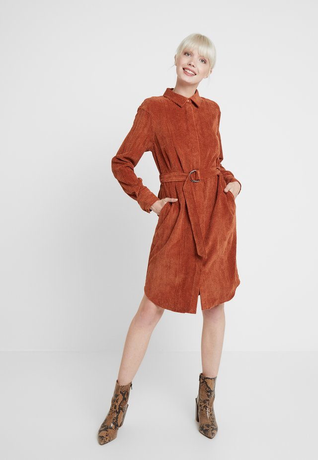 VALIANT DRESS - Freizeitkleid - brick