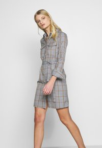 Another-Label - AVELINA DRESS - Robe chemise - marmelade - 4