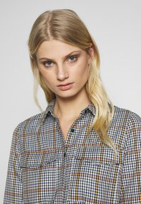 Another-Label - AVELINA DRESS - Robe chemise - marmelade - 3