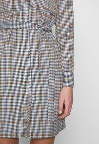 Another-Label - AVELINA DRESS - Robe chemise - marmelade - 7