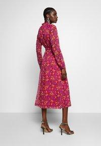 Another-Label - AMIE DRESS - Skjortekjole - multi collage - 2