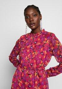 Another-Label - AMIE DRESS - Skjortekjole - multi collage - 3