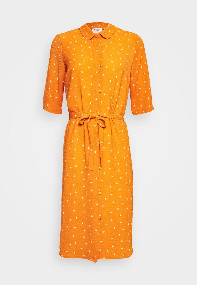 PECK DRESS - Blousejurk - apricot