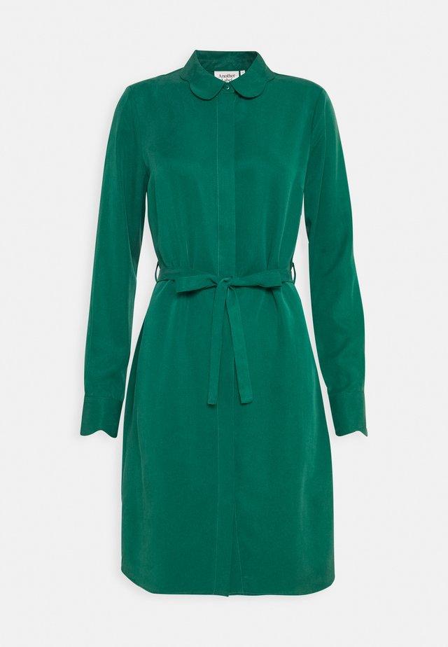 PERI DRESS - Shirt dress - ultramarine green