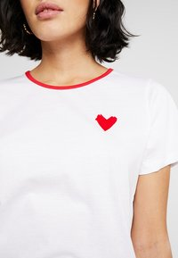 Another-Label - ROXBURY HEART - Printtipaita - bright white - 4