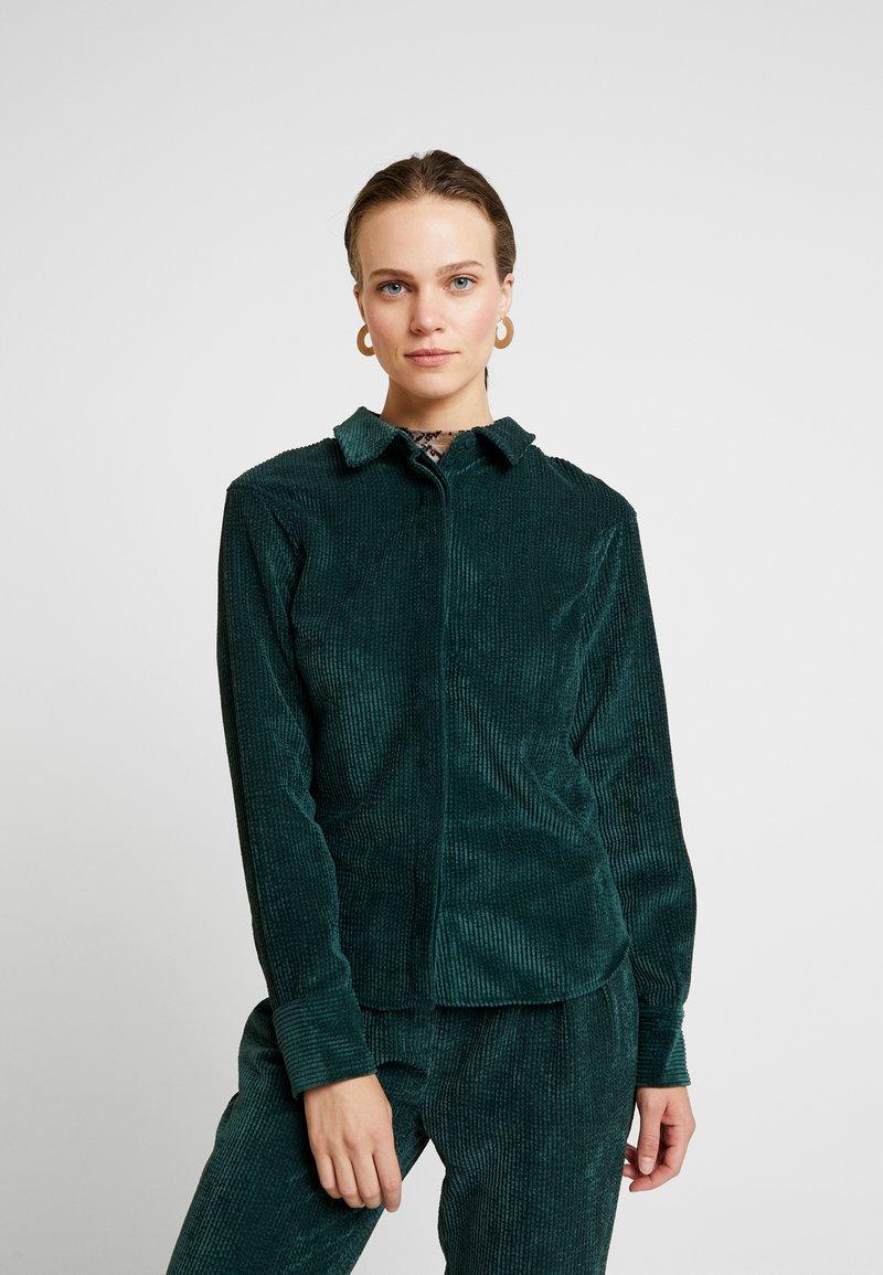 Another-Label - VANDERDISE - Button-down blouse - ponderosa green