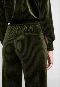 Another-Label - PACHE - Jumpsuit - rifle green - 5