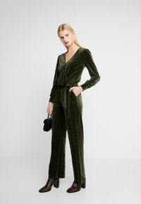 Another-Label - PACHE - Jumpsuit - rifle green - 1