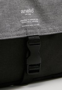 anello - SQUARE FLAP CROSS BODY - Skuldertasker - black grey - 9