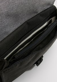 anello - SQUARE FLAP CROSS BODY - Skuldertasker - black grey - 4
