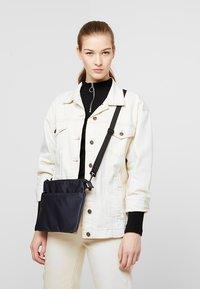 anello - Across body bag - navy - 5