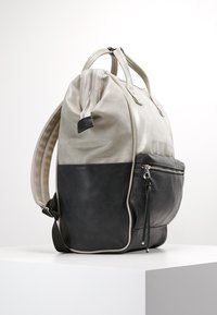 anello - TOTE BACKPACK VEGAN LARGE - Rucksack - grey putty - 3