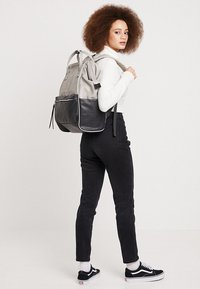 anello - TOTE BACKPACK VEGAN LARGE - Rucksack - grey putty - 7