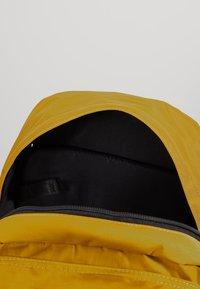 anello - CENTRE ZIP BACKPACK - Reppu - mustard - 4