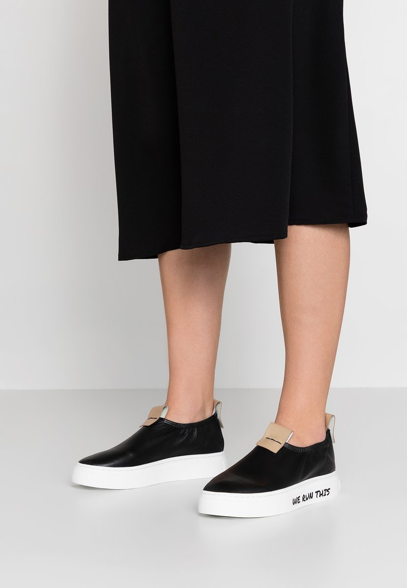 ANNY NORD - WE RUN THIS - Loafers - black/beige