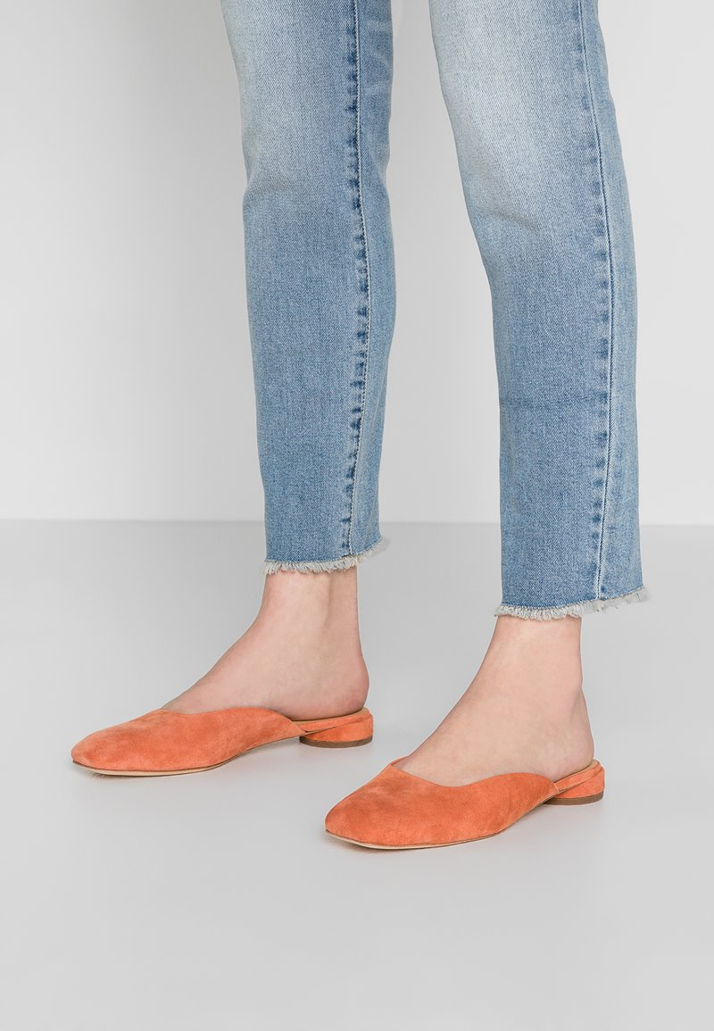 ANNY NORD - BLAME IT ON THE BOOGIE MULE - Mules - dusty brick