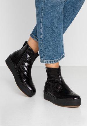 NOBODY IS PERFECT HIGH TOP - Korte laarzen - black