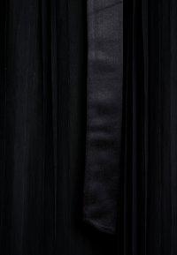 Anaya with love - PLEATED MAXI DRESS WITH RUFFLE SLEEVE AND TIE - Galajurk - black - 7