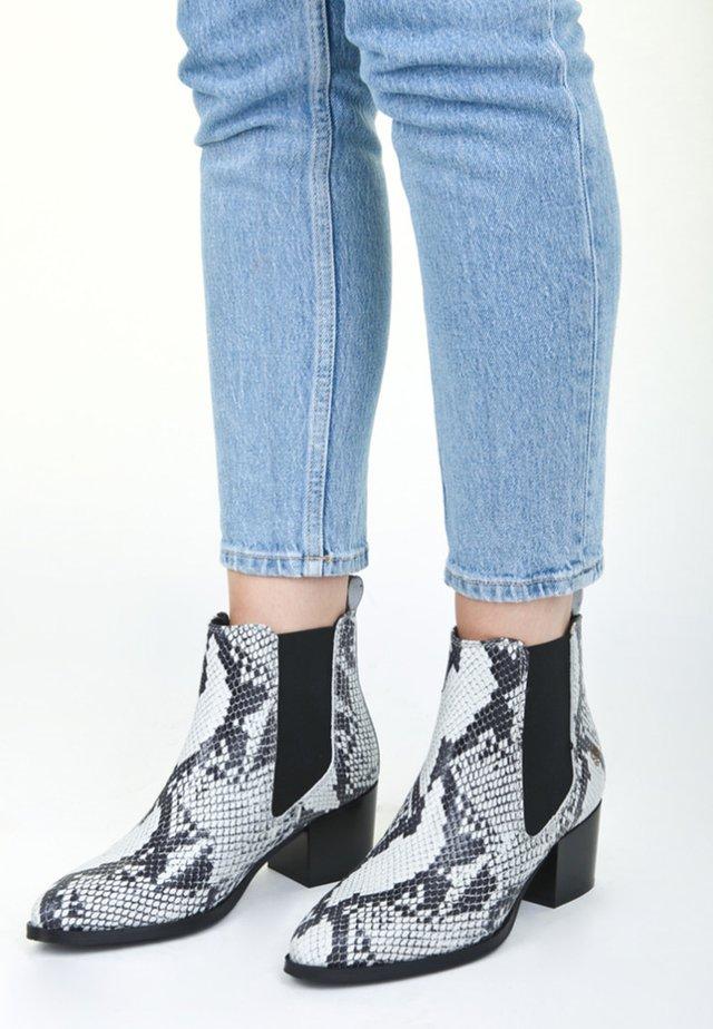 WEN - Boots à talons - off white
