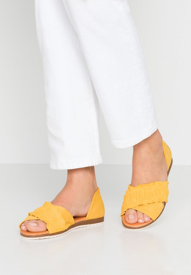 CANDY - Sandales - yellow
