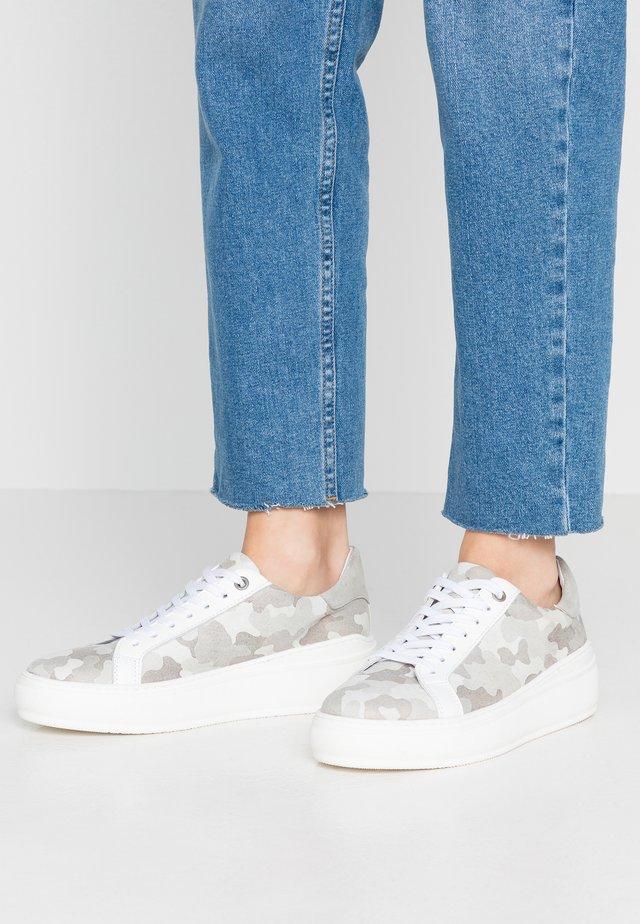 NADIA - Sneakers - offwhite/plata