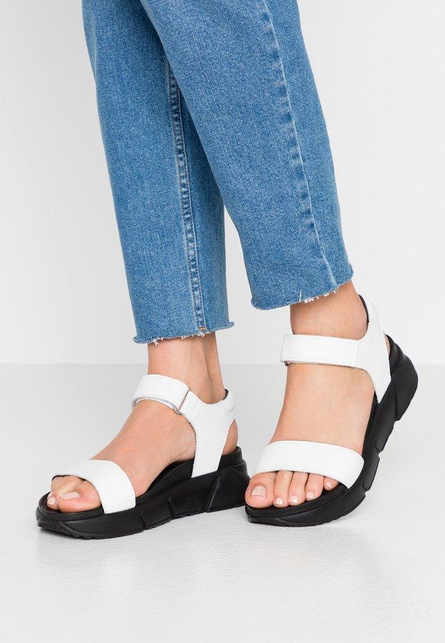PETRA - Korkeakorkoiset sandaalit - white