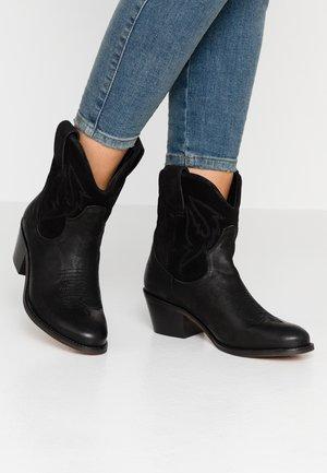 VI - Cowboy- / bikerstøvlette - black
