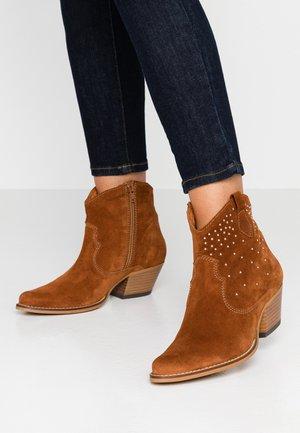 CLARA - Cowboy/biker ankle boot - cognac