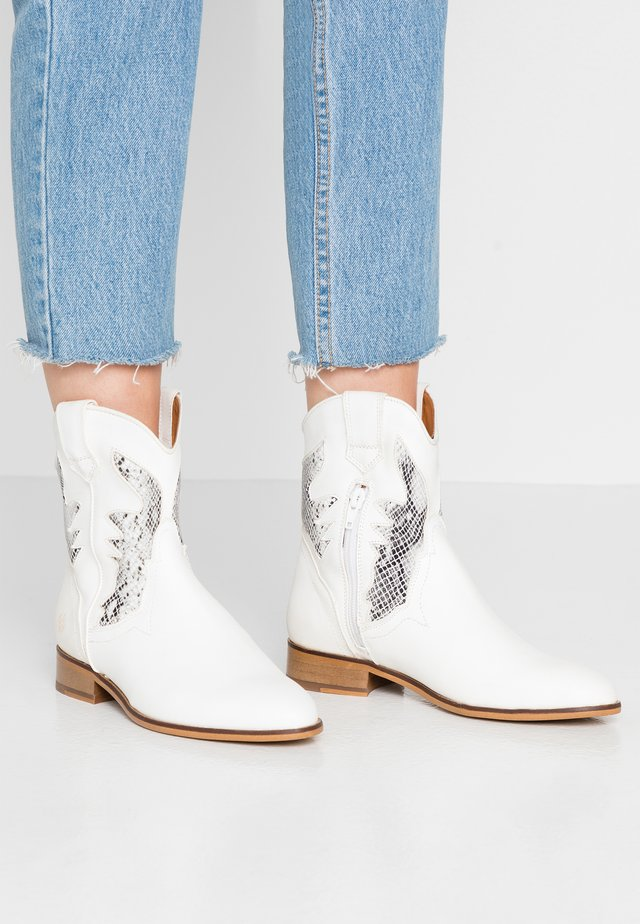 HEATHER - Cowboy/biker ankle boot - white/grey