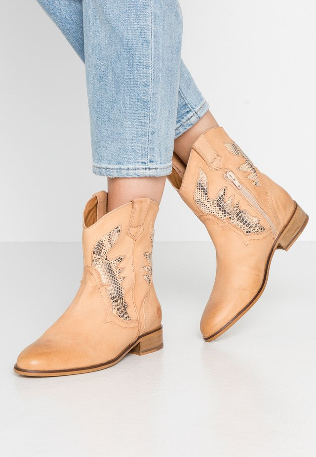 HEATHER - Cowboy/biker ankle boot - beige