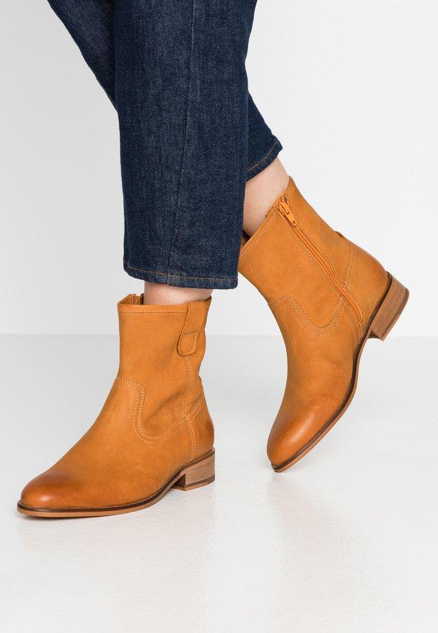 HIVA - Cowboy/biker ankle boot - cognac