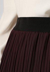 Apriori - Pleated skirt - eggplant - 2