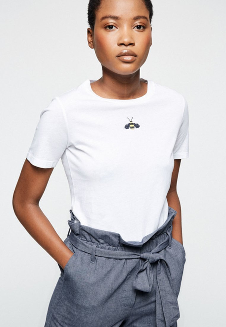 ARMEDANGELS - LIDAA LITTLE BEE - T-Shirt print - white