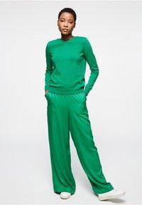 ARMEDANGELS - NAIMAA - Trousers - garden green - 1