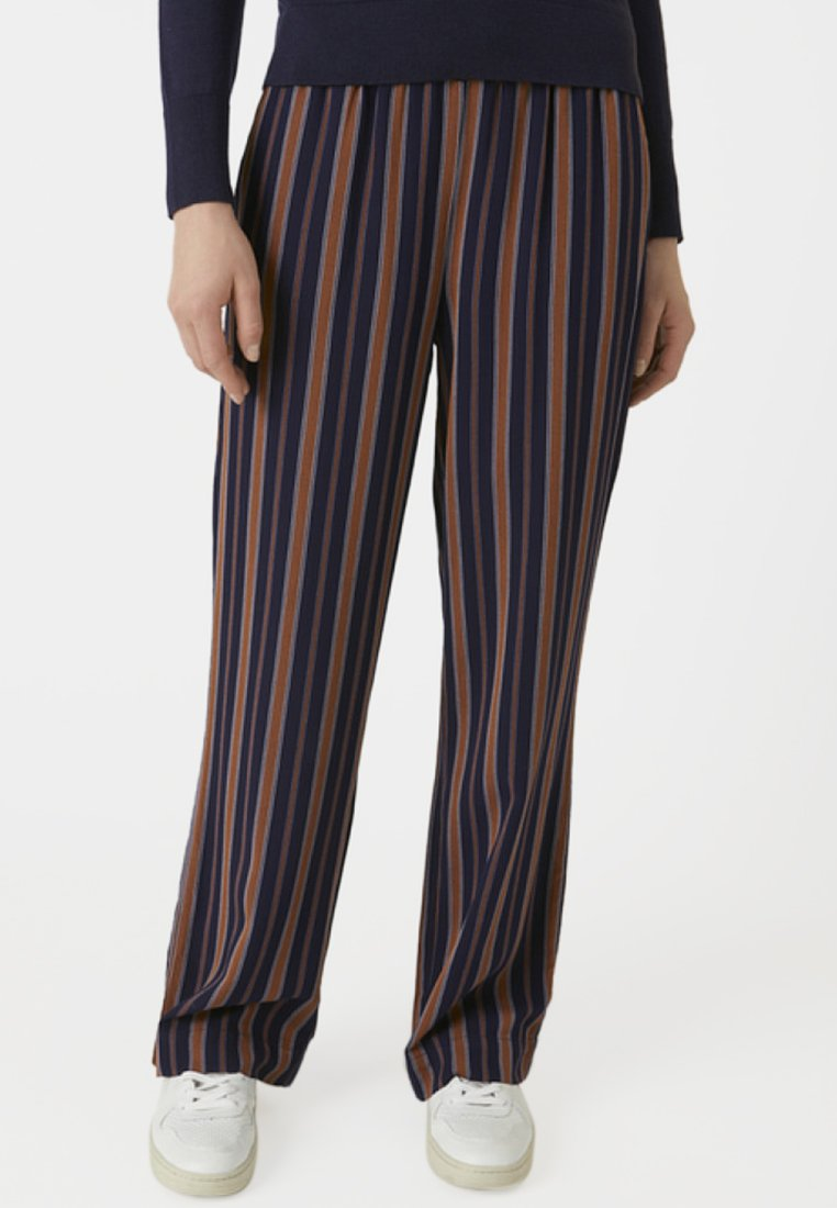 ARMEDANGELS - RELAXED FIT - Trousers - blue/maroon