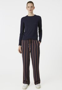 ARMEDANGELS - RELAXED FIT - Trousers - blue/maroon - 1